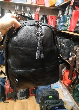 Вместительный кожаный рюкзак по классной цене