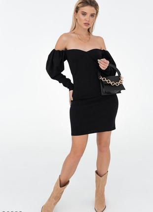 Черное облегающее платье-мини