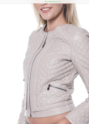 Кожаная куртка в стиле шанель