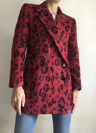 Яркое женское  пальто пиджак
