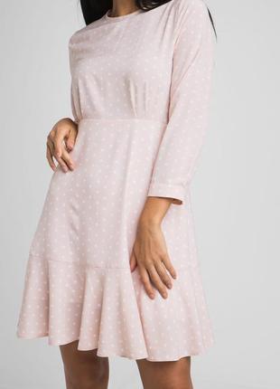 Женское платье легкое в горошек.