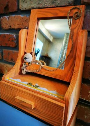 Чудесное настольное зеркало с ящиком для косметики. дерево. котик