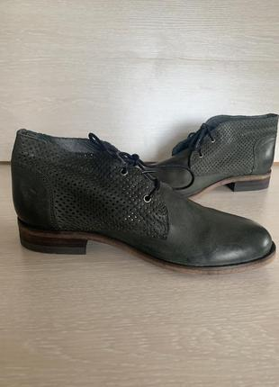 Очень стильные демисезонные ботинки на шнуровке