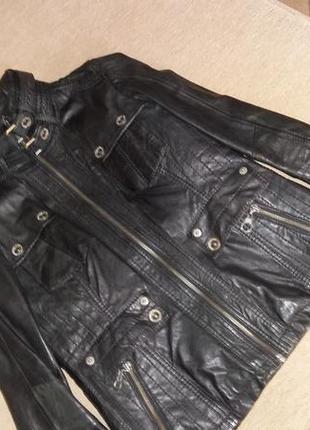 Стильная кожаная курточка состояние новой