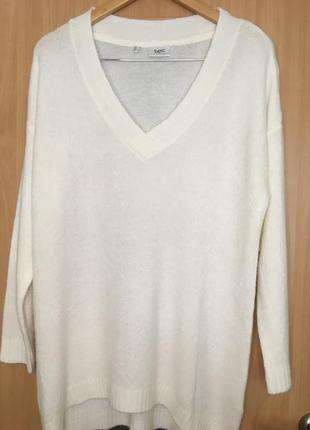 Уютный пуловер оверсайз с v-образным вырезом от bpc collection