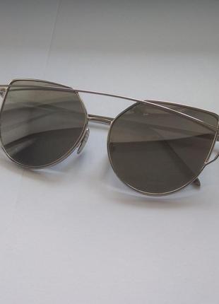 Зеркальные металлические солнцезащитные очки кошачий глаз.