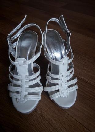 Туфли на каблуке шпильке