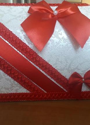 Свадебный сундучок для денег с красным бантом