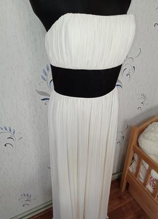 Шикарное платье в пол. подойдёт для фотосессии беременной девушки.
