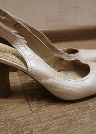 Туфли босоножки carnaby 38р,