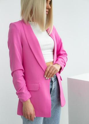 Женский пиджак с собранными рукавами жакет