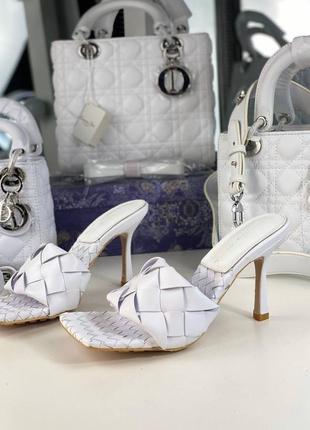 Шлепанцы сабо женские кожаные белые брендовые на каблуке саббо