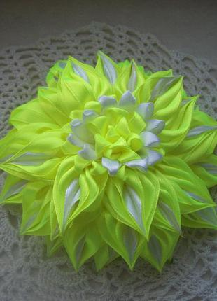 Нежный цветок в стиле канзаши