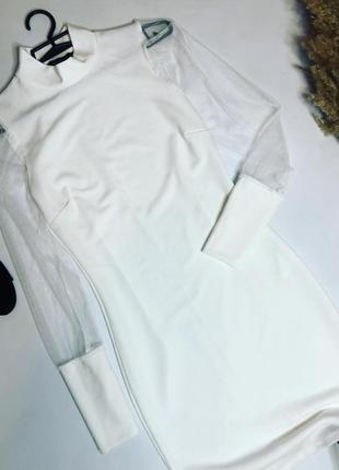 Белое платье с фатиновым рукавом