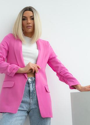 Пиджак с собранными рукавами