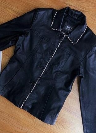 Женская чёрная кожаная куртка-пиджак