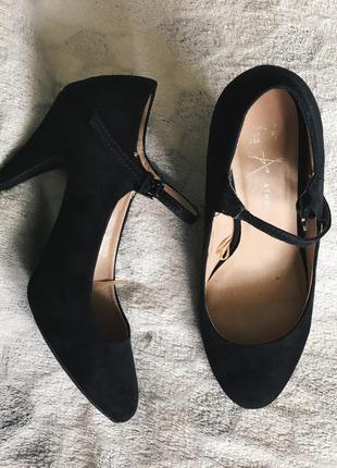 Классические аккуратные туфли на каблуке