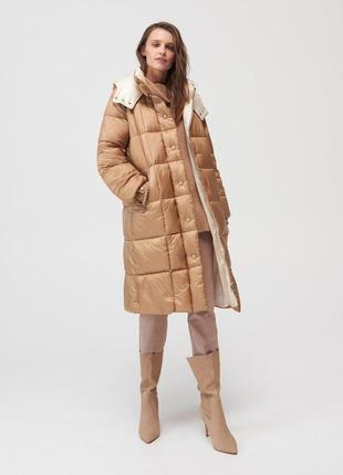 Бежевое стёганое пальто куртка пуфер