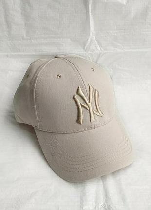 Бежевая кепка бейсболка new york