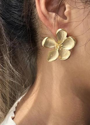 Серьги пусеты цветы матовое золото под ретро винтаж цветок сережки кульчики