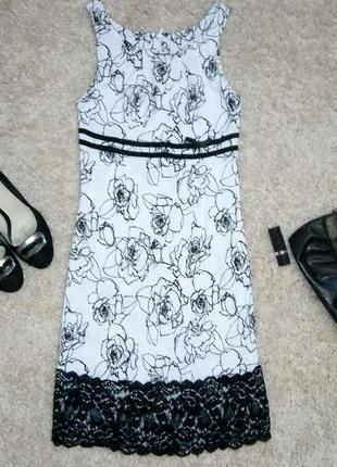 Платье с цветочным принтом и кружевом