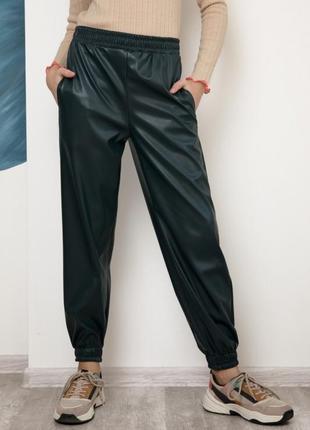 Зеленые кожаные брюки джоггеры ,эко-кожа для девочки,116-158