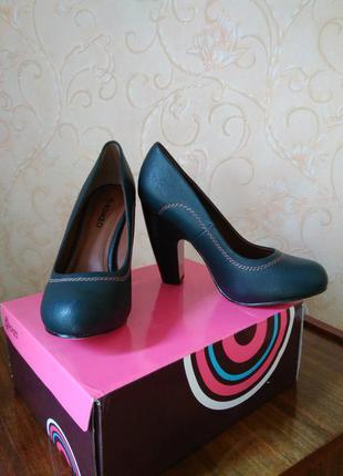 Женские туфли с устойчивым каблуком