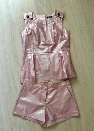 Стильный блестящий костюм шорты и блузка