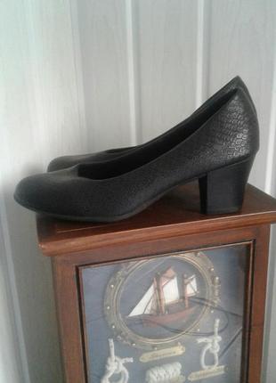 Туфли черные лодочки средний каблук комфортные мягкая стелька 36