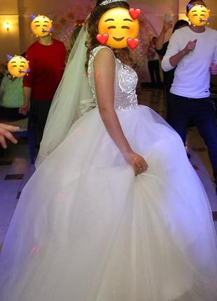 Платье свадебное женское длинное белое мерцающее без рукава s mс чашкой