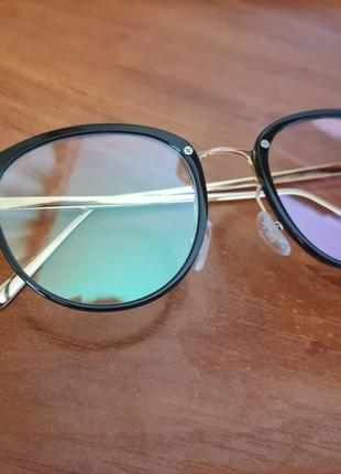 Очки имиджевые стеклянные женские в черной пластиковой оправе нулевки круглые