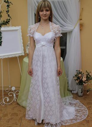 Свадебное нарядное красивое длинное платье шлейф