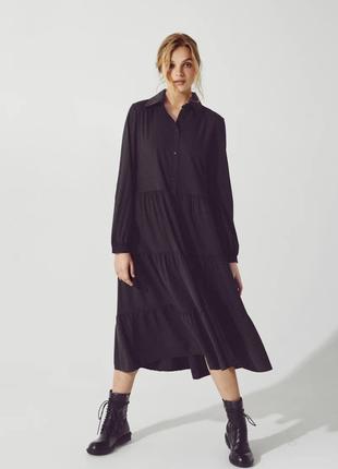 Черное платье с объемной юбкой
