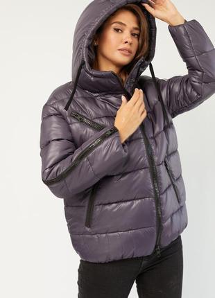 Утепленная демисезонная осенняя - зимняя куртка с капюшоном высокого качества