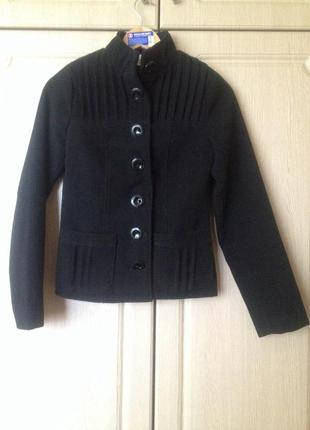 Модное короткое шерстяное пальто