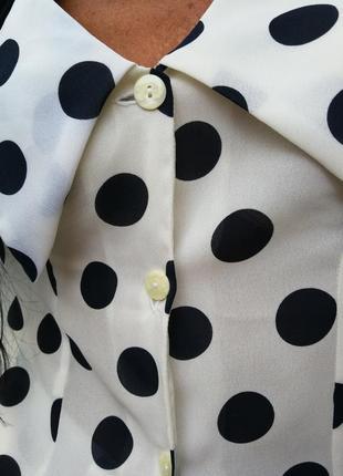 Блуза в горох с рюшами