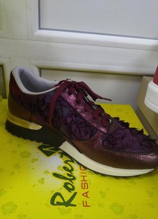 Распродажа. кроссовки кожаные с цветами
