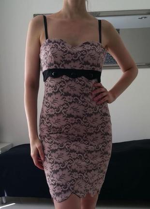 Платье-футляр миди черное с розовым кружевом