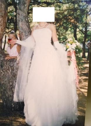 Красивый свадебный костюм цвета шампанского.