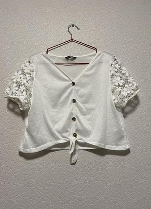 Белая хлопковая укорочённая блуза