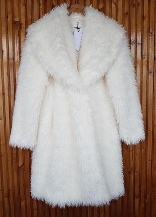 Шикарное белое меховое пальто, шуба reserved свободного кроя.
