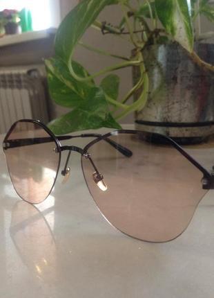 """Элегантные нежные солнцезащитные очки цвета """"капучино""""."""