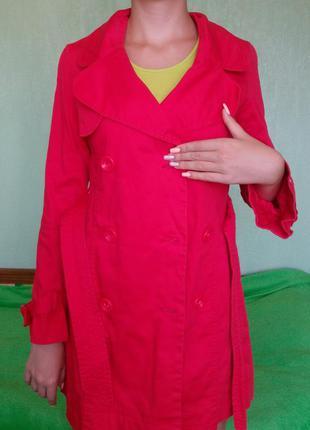 Плащ, пальто, тренч красного цвета