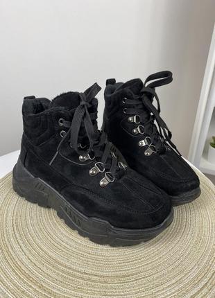 Чёрные ботинки кроссовки