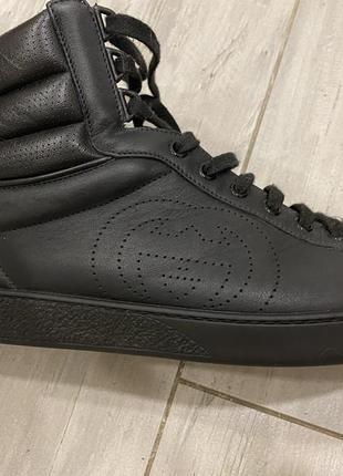 Ботинки gucci оригинал, 10 размер. 30 см. идеальное состояние. в носки были один раз.