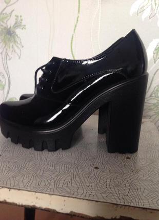Туфли лаковые на шнурках 37р.
