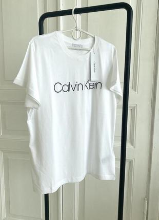 Футболка {oversize} calvin klein