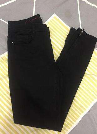 Чорні джинси -скіні.