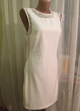 Нежное платье с красивой спинкой