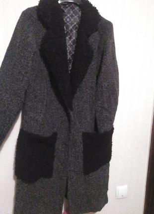 Пальто с буклированым искуственным мехом на карманах и воротнике